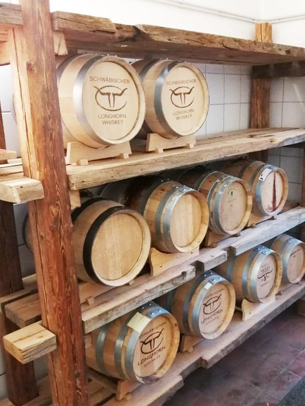 Regal aus alten Holzbalken
