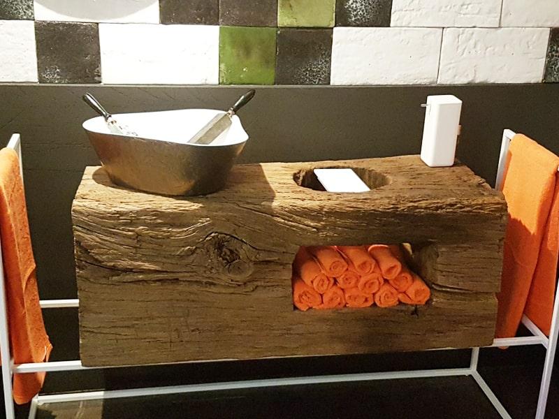 Waschbecken kreativ Altholzbalken