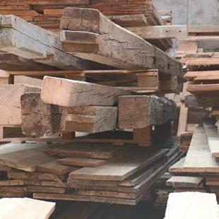 Alte Holzbalken Lagerung